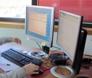 Trabajar con dos pantallas / monitores aporta muchas mejoras en el trabajo